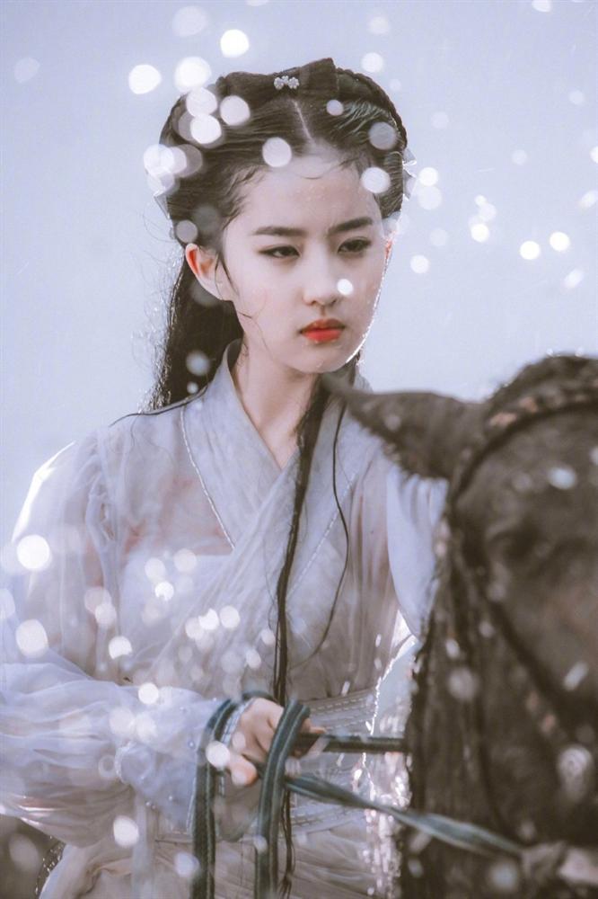 Loạt ảnh 16 tuổi đẹp đến nao lòng chưa từng công bố của Lưu Diệc Phi